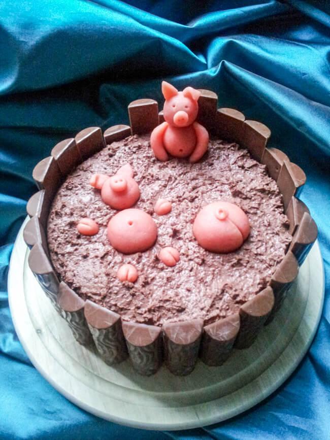 schweinchen im matsch kuchen schweine schokoladentorte duplo matsch ferkel marzipan figuren