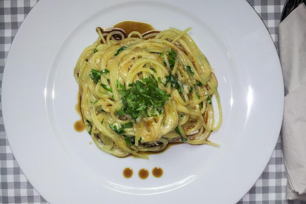 spaghetti mit gorgonzola sauce und rucola balsamico nudeln pasta