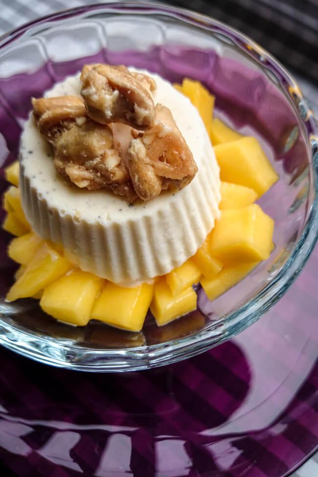 schnelles einfaches kokoseis mit mango und cashewkrokant
