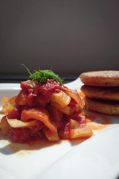 hirse bratling mit fenchel tomatensauce vegetarisch