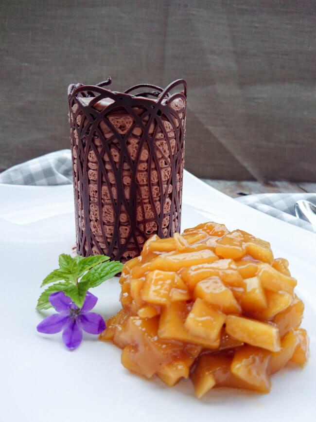 mousse au chocolat mit mangoragout