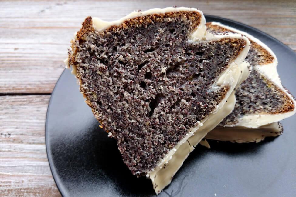 joghurt mohn gugelhupf weiße schokolade kuchen saftig