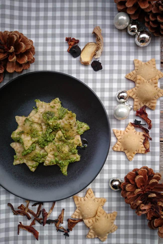 pilzravioli selbstgemachte pasta nudeln ravioli vegan pilze füllung