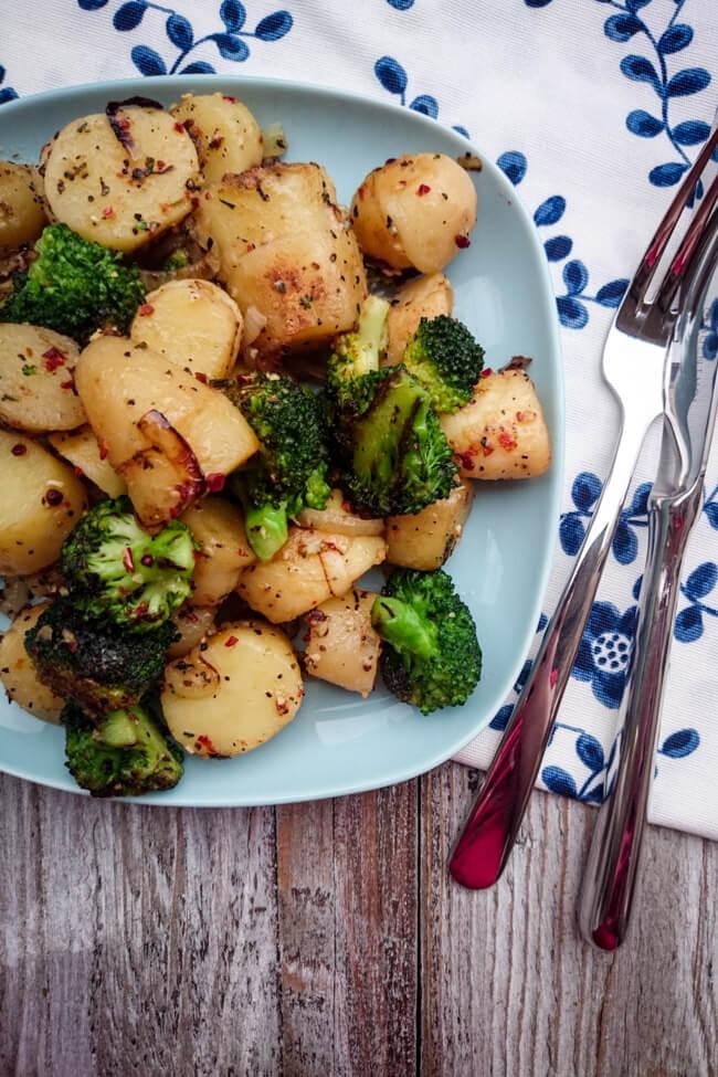 bratkartoffeln mit brokkoli schnell einfach easy ratzfatz gemüsepfanne veggie vegetarisch