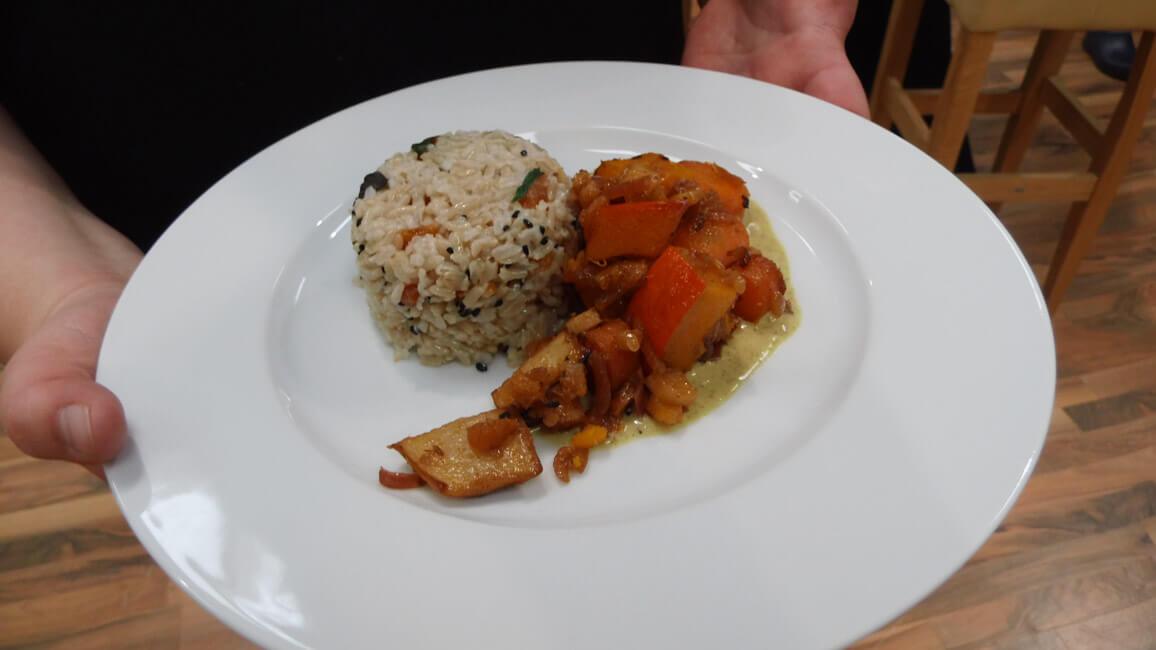 herbstgemüse mit reis indisch curry sauce ayurveda kochchallenge messekochen live kochen