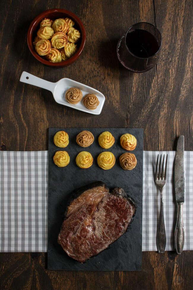 asche aged steak dry aged entrecote mit herzoginkartoffeln asia kräuterbutter
