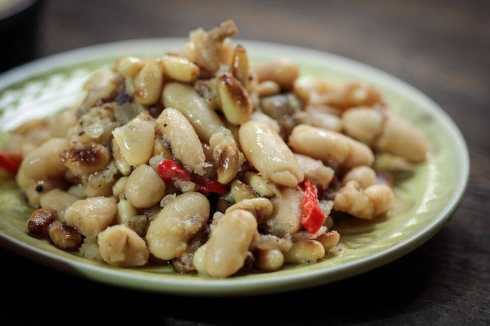 spanische tapas essen mit freunden bohnensalat traditionell vegan