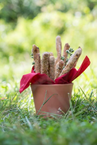 brotsticks vegan kräuter grissini picknick sommer unterwegs