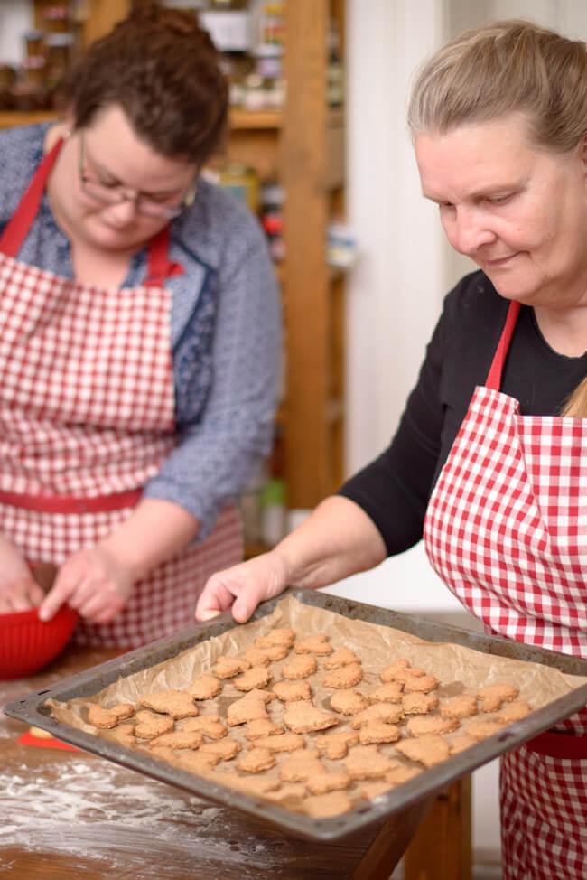 weihnachtsplätzchen backen mit mama hildegard kekse hildegard von bingen gewürze