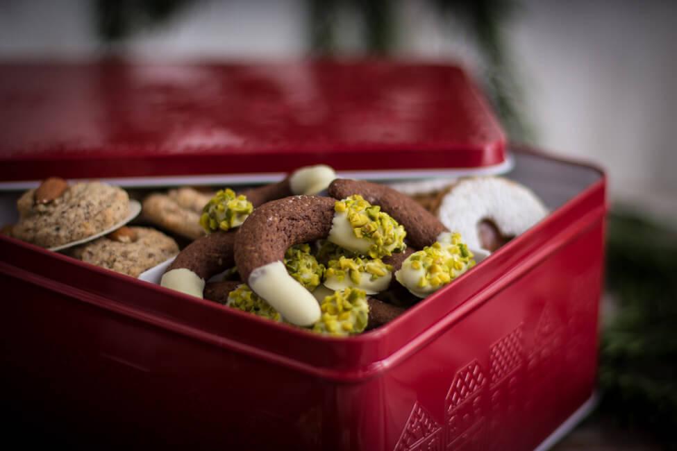 weihnachtsnplätzchen linzer plätzchen backen mit mama schokolade kipferl orient pistazien weiße schokolade