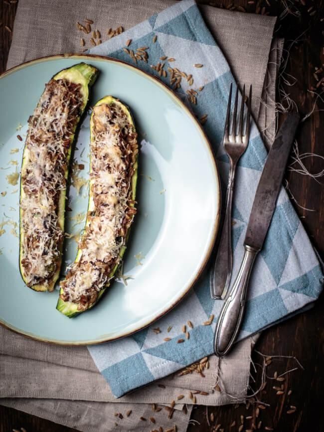 zucchini gefüllt mit grünkern parmesan zwiebeln überbacken ofen vegetarisch veggie