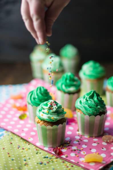 faschings cupcakes muffins zitronenkuchen funfetti konfetti kinder karneval