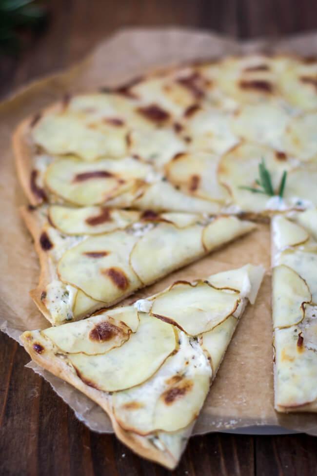 kartoffel pizza fladen schmand rosmarin kartoffelchips kartoffelbelag veggie vegetarisch