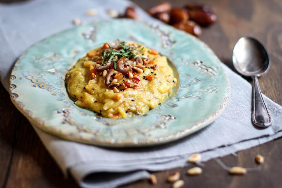 orientalische polenta vegan datteln pinienkerne cremig maisgrieß