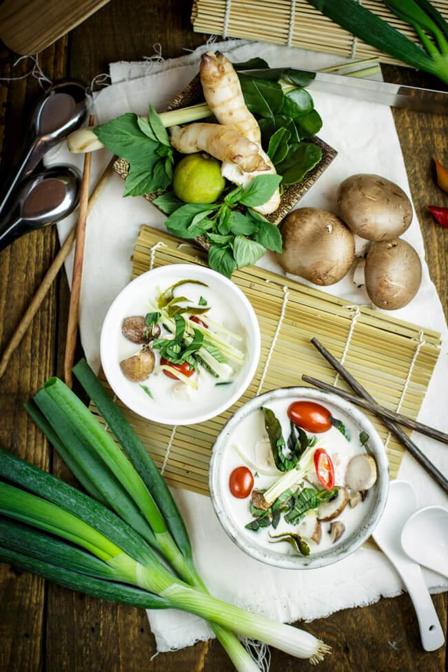 tom kha gai thailändische kokosmilchsuppe suppe limette hähnchen champignon gemüse glutenfrei lactosefrei