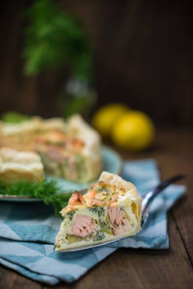 lachs zucchini quiche tarte blätterteig dill zitrone fisch