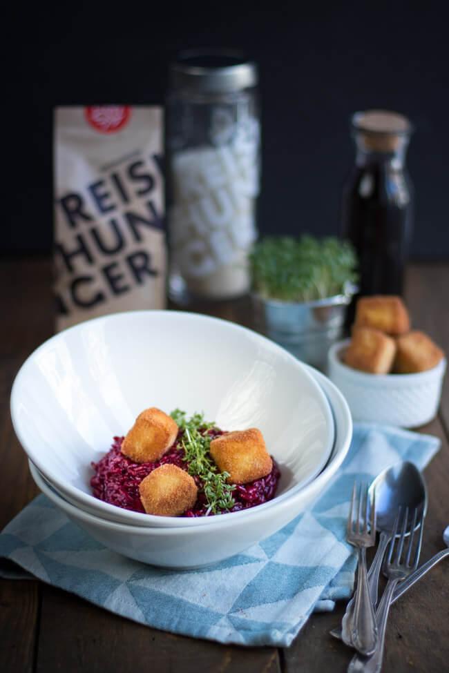 rote bete risotto mit gebackenen feta würfel kresse