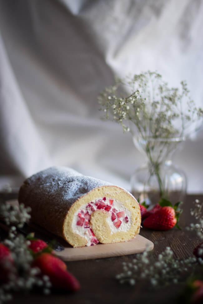 erdbeer bisquit rolle kuchen bisquitrolle sahne quark füllung biskuitroulade