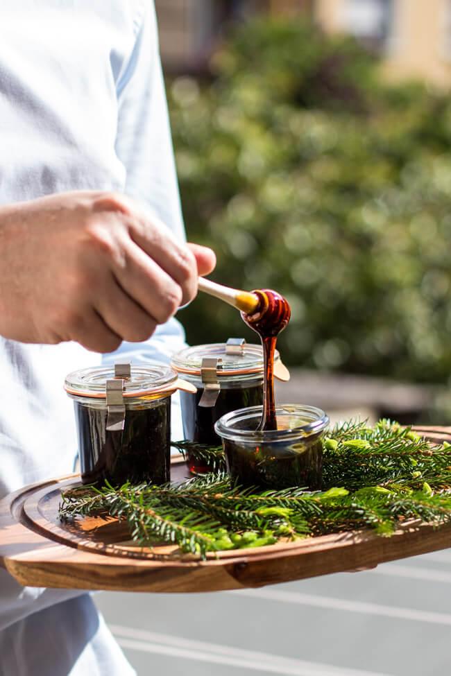 Honig aus Fichtenspitzen maiwipfel sirup arme leute honig altes rezept tradition