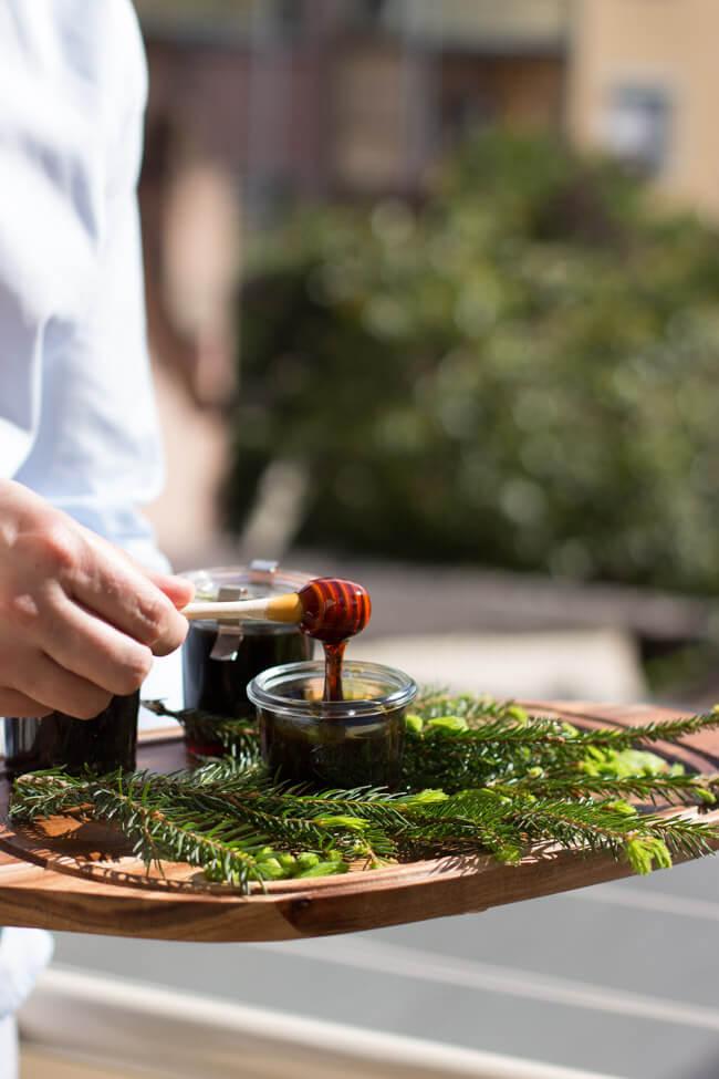 Sirup aus Fichtenspitzen im Mai kochen