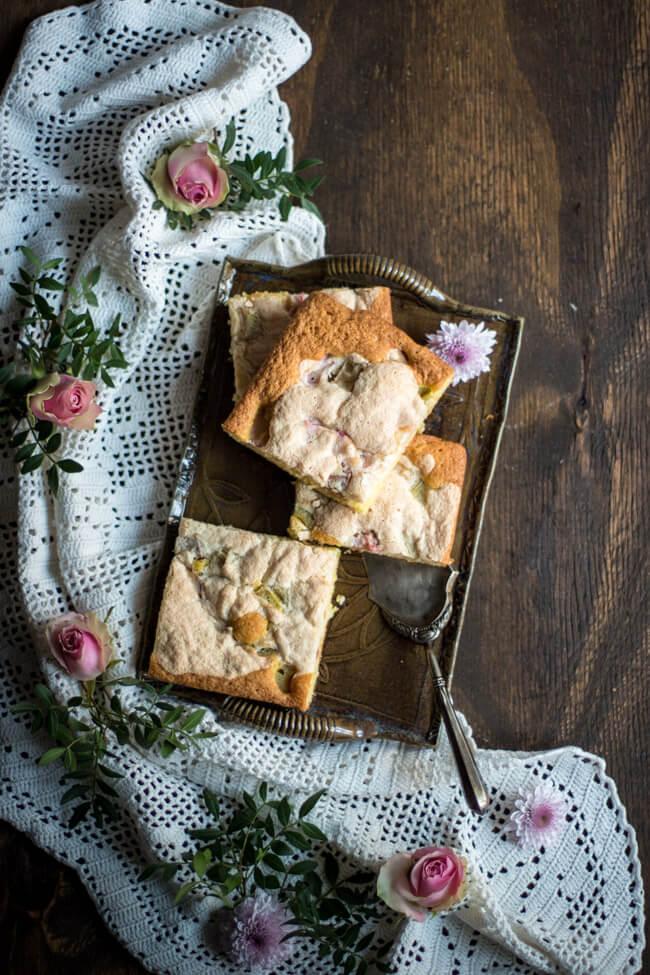 rhabarberkuchen mit mandelbaiser amaretto blechkuchen