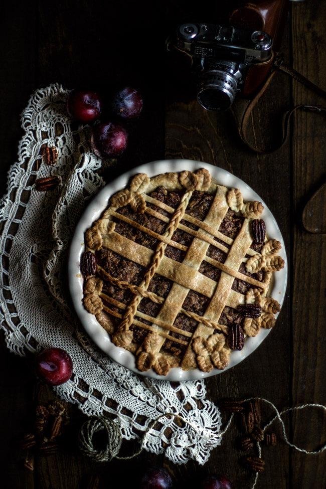 pflaumen pekannuss pie piecrust muster flechtmuster kuchen mürbeteig foodfotografie linda lomelino