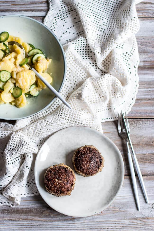 frikadellen buletten mit kartoffelsalat gurkensalat hausmannskost