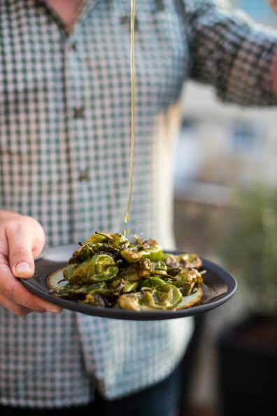 pimientos de padron bratpaprika tapas grillen bbq barbecue gemüse vegan olivenöl