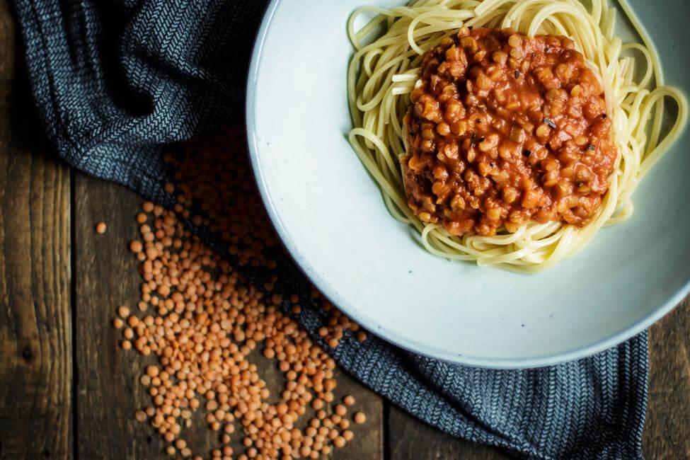Linsen Bolognese vegan vegetarisch veggie einfach lecker gesund rote linsen kinder bolo pasta spaghetti nudeln