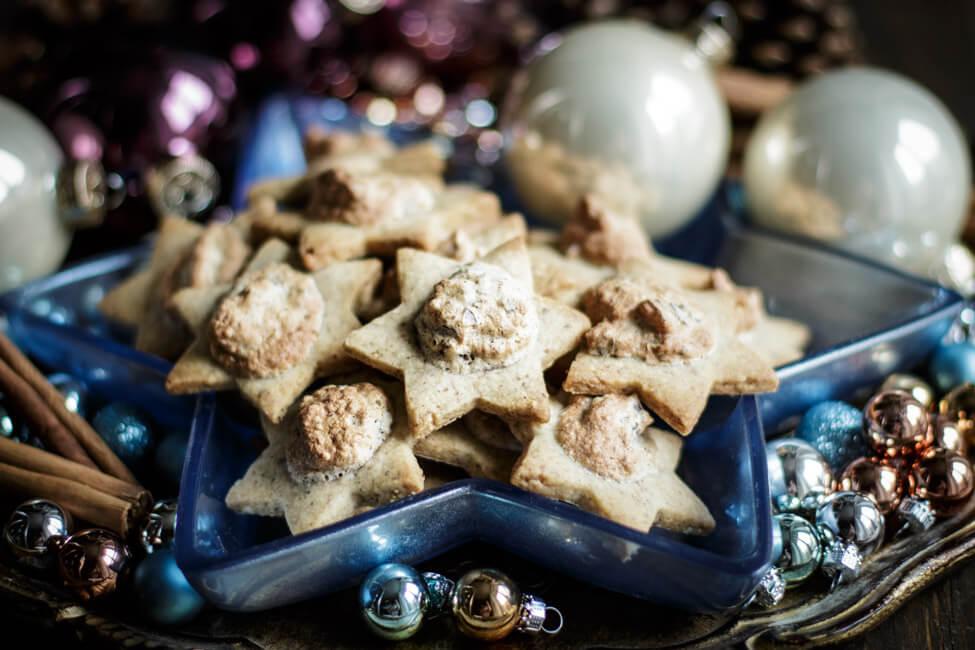 Merry Blogmas Dattelsterne auf blauem Sternenteller