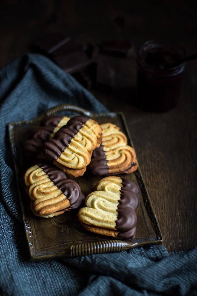 flammende herzen sandgebäck mürbe sandig schokolade holundermarmelade