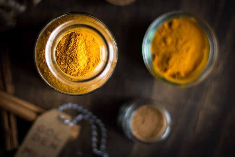 gewürzmischung für golden milk in glas