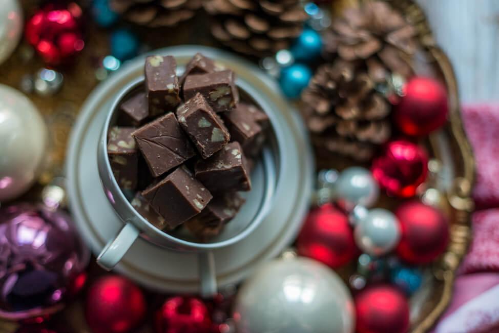 Schokoladen Fudge mit Pekannüssen Toffee Karamellbonbon Karamell Kaubonbon Nüsse Weihnachten Weihanchtsgeschenk aus der Küche statt Plätzchen WEihnachtsplätzchen