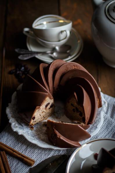 Zimt Gugelhupf mit Cranberries Trockenfrüchte Schokolade Vollmilch Rührkuchen Kaffeetafel Sonntagskuchen perfekte Glasur