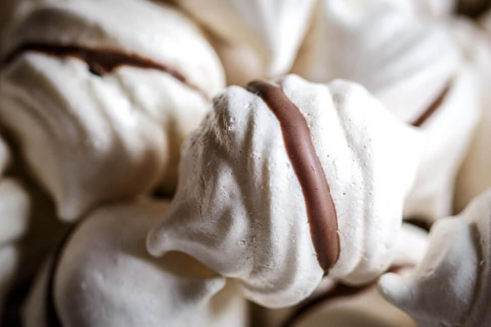 Feenküsschen - Baiser mit Schokolade und Nougat