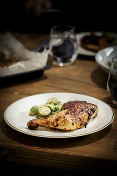 Hähnchenschenkel mit rosenkohl kohlgemüse gebraten gebackenes hähnchen lowcarb einfach schnell abendessen geflügel fettarm kalorienarm highprotein
