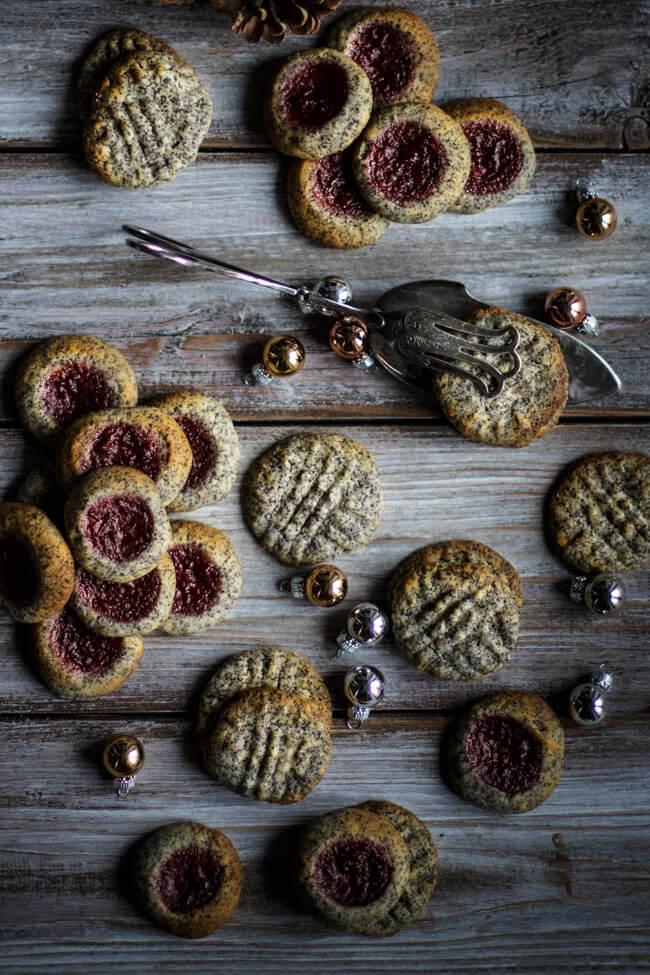 mohn parzipan plätzchen weihnachtsplätzchen pflaumenfüllung pflaumen engelsaugen mit mohn und pflaumen kekse