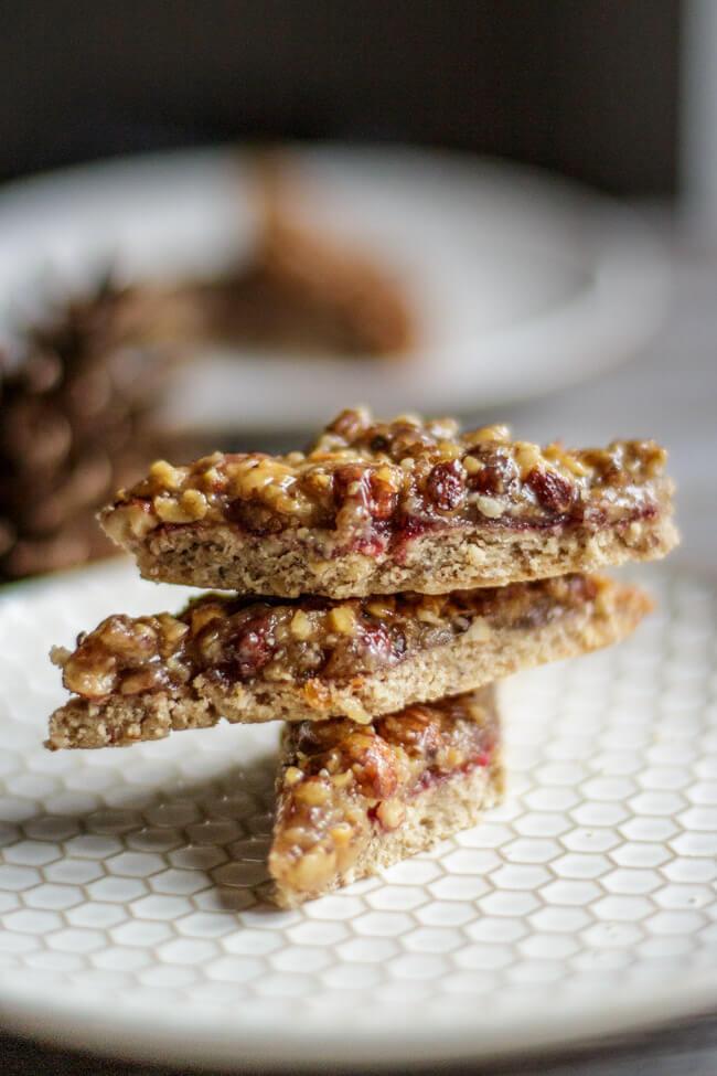 nussecken mit marzipan haselnüsse mandeln brombeermarmelade marmelade mürbeteig gebäck plätzchen weihnachten weihnachtsplätzchen dauergebäck