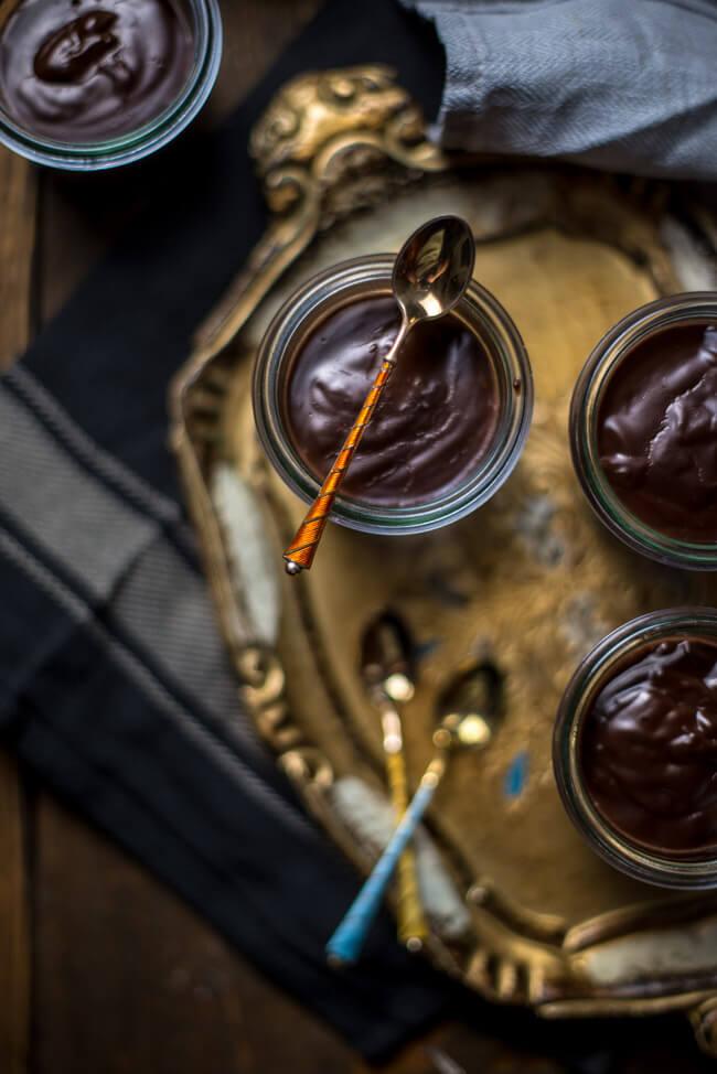 Indishcer Schokoladen Pudding mit Ingwer Kardamom und Chili