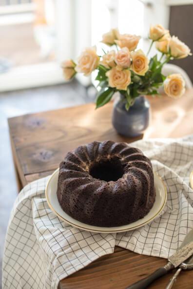 schokoladen gugelhupf cheesecake swirl käsekuchen füllung schokokuchen gugelhupf brownie