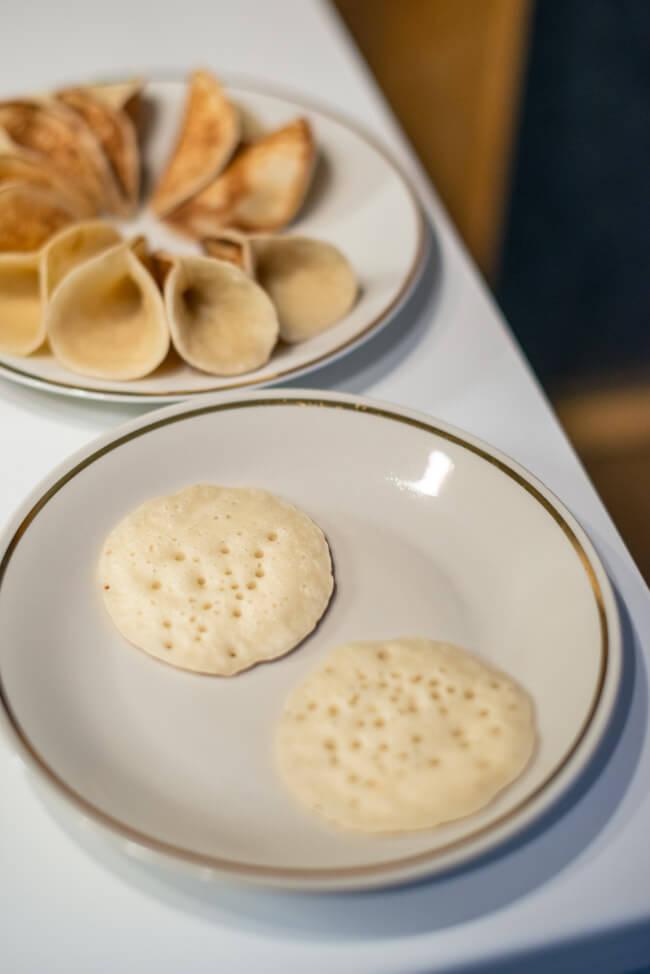 Atayef arabische Pfannkuchen mit Milchcreme Orange Pistazien Rosenöl