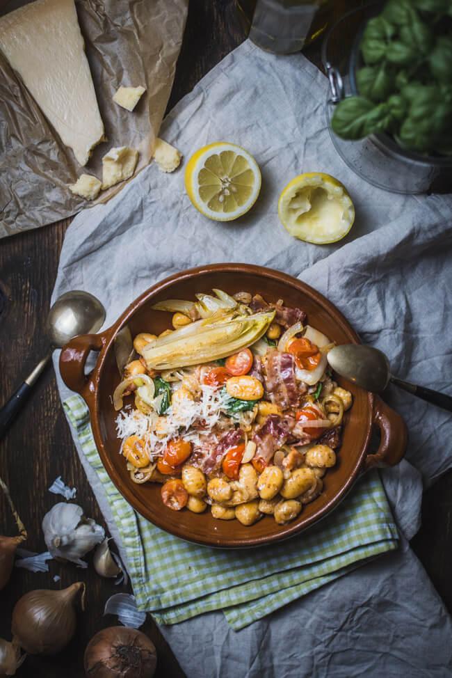 gnocchi chicoree speck tomaten basilikum fenchel zwiebeln pasta einfach schnell nudeln