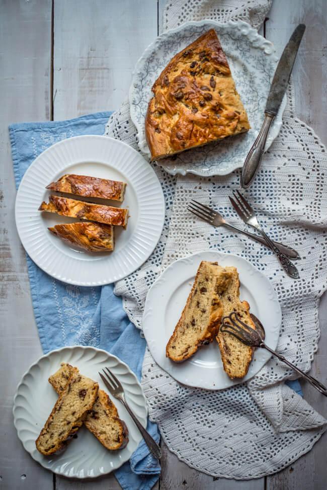 osterbrot ostern feiertag hefeteig hefebrot hefezopf rosinen mandeln nüsse trockenfrüchte