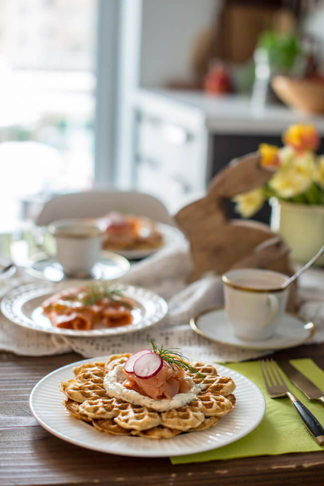 osterbrunch dinkel vollkorn waffeln schnittlauch dill dip räucherlachs frühstück feiertag sonntag herzhafte waffeln ALDI SÜD