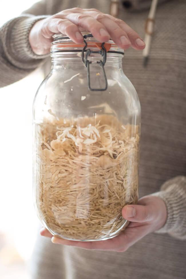 sauerkraut selbst machen fermentieren weißkohl milchsauer vergoren fermentation vegan natürlich traditionell