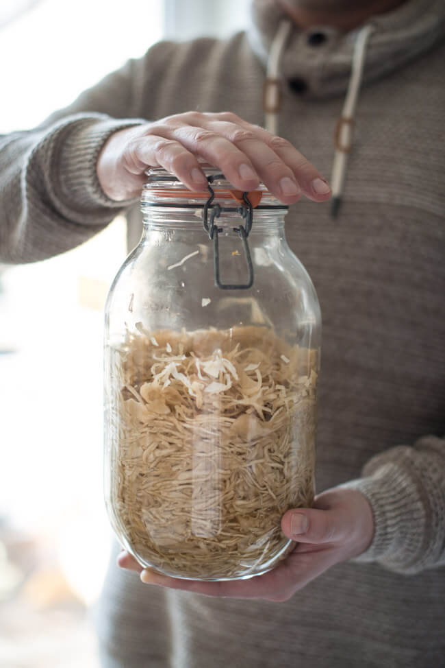 Sauerkraut ganz einfach selbstgemacht in großem Drahtbügelglas