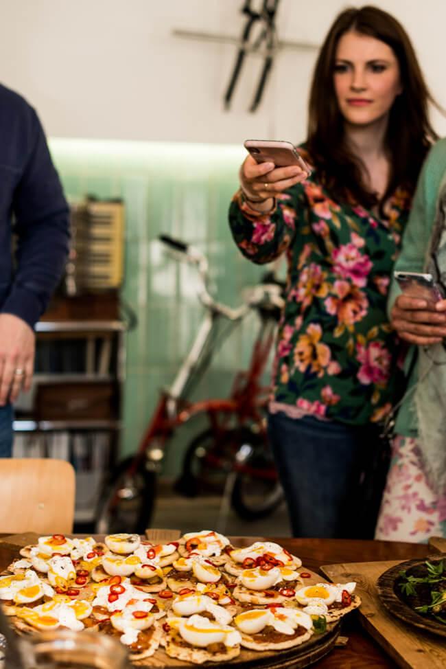 Jamie Oliver Rezept Fladenbrot mit Ei und Mangochutney