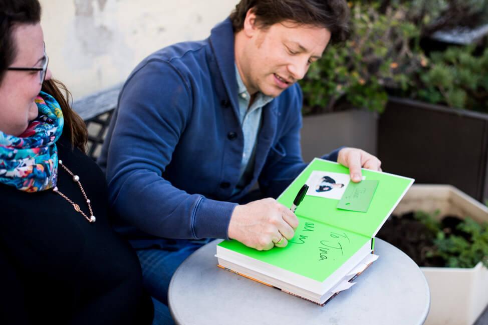 Jamie Oliver signiert sein 5 Zutaten Küche Buch für mich
