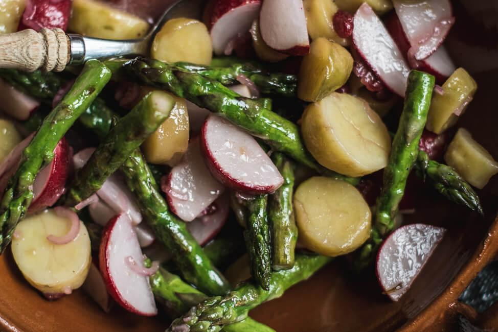 kartoffel spargel radieschen salat vegan
