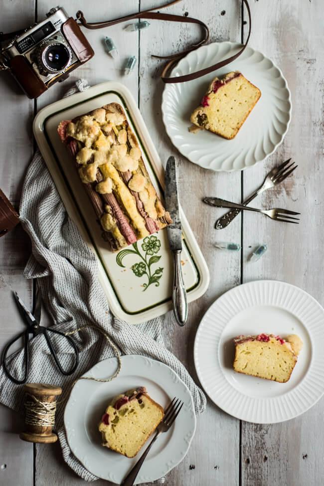 rhabarber buttermilch kuchen mit streuseln kastenkuchen